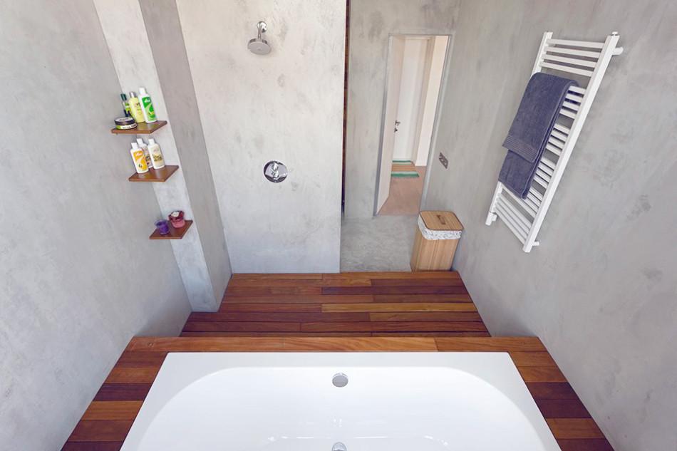 Полочки для банных принадлежностей в ванной