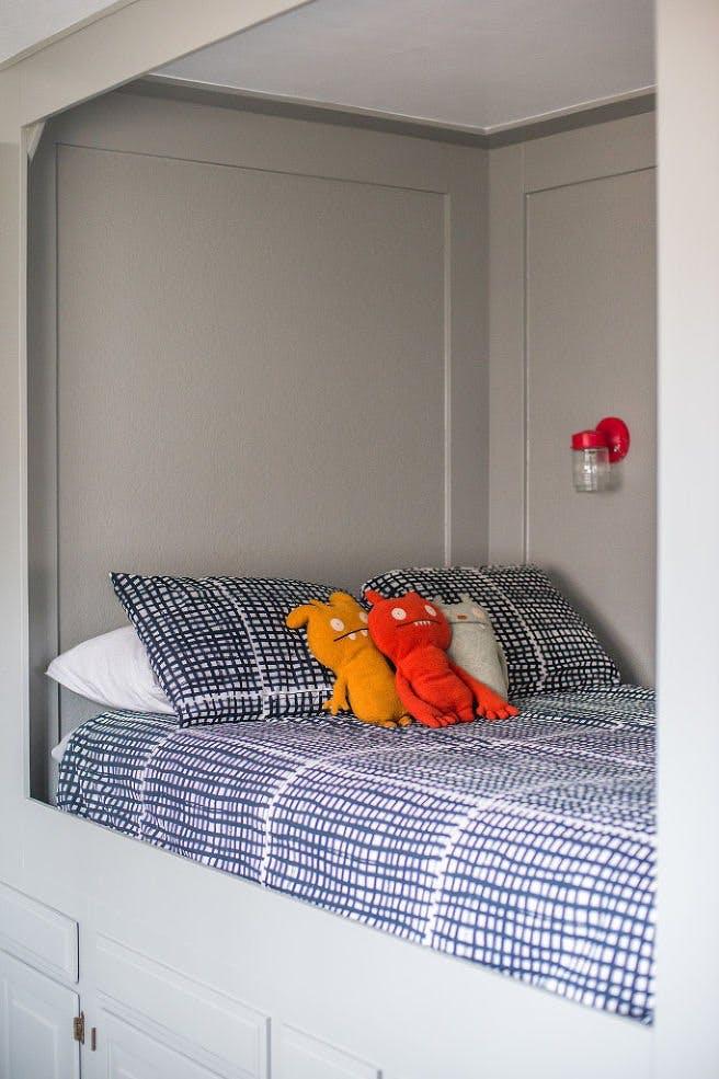 Системы хранения в спальне для увеличения пространства