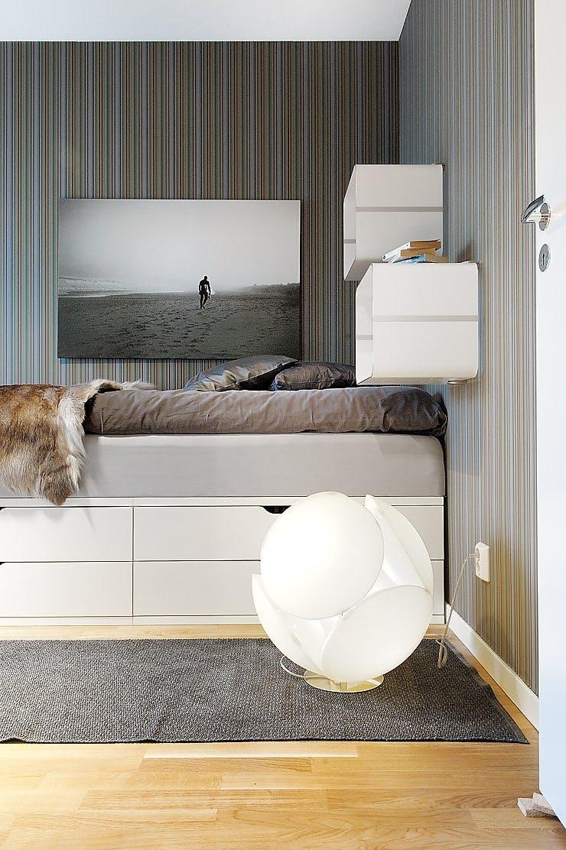 Ящик под кроватью для увеличения пространства в спальне