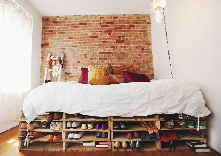 Как увеличить пространство в спальне с помощью белого цвета