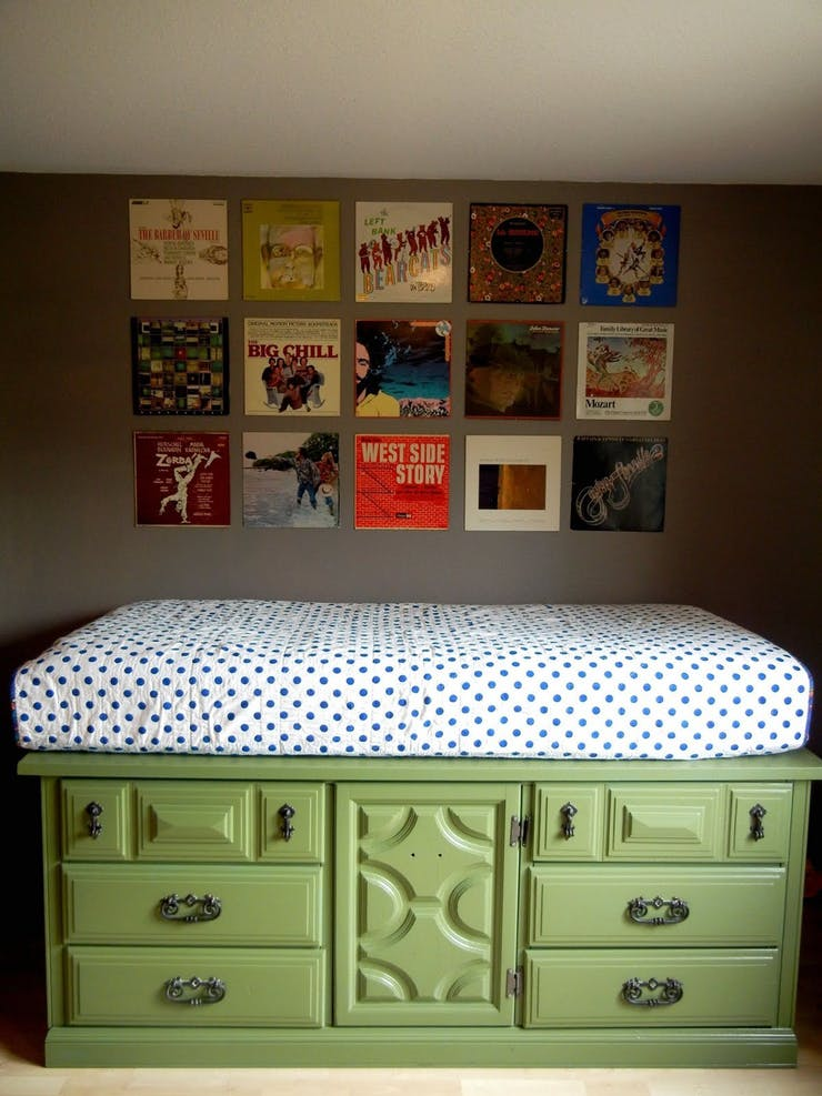 Комод для увеличения пространства в спальне