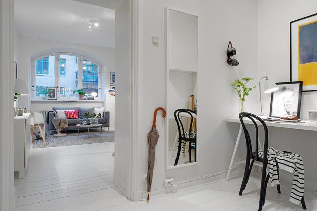 Кабинет небольшой квартиры в скандинавском стиле