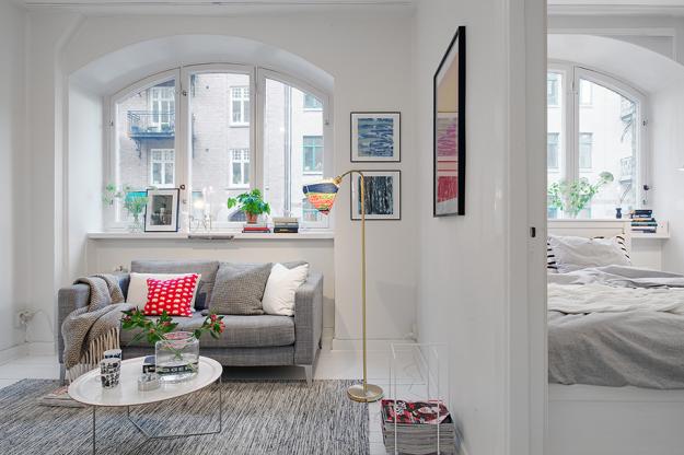 Гостиная и спальня небольшой квартиры в скандинавском стиле