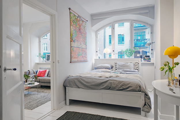 Спальня небольшой квартиры в скандинавском стиле