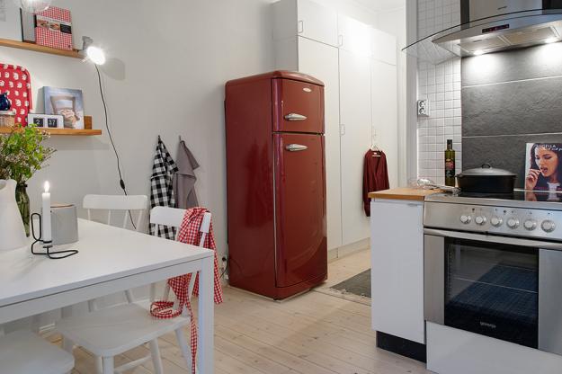 Кухня небольшой квартиры в скандинавском стиле
