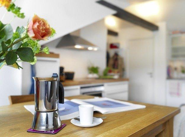 Обеденный стол на небольшой кухне