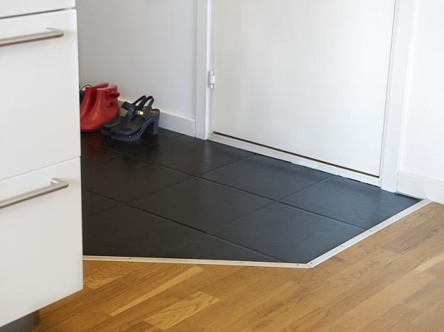 Плитка на полу в прихожей