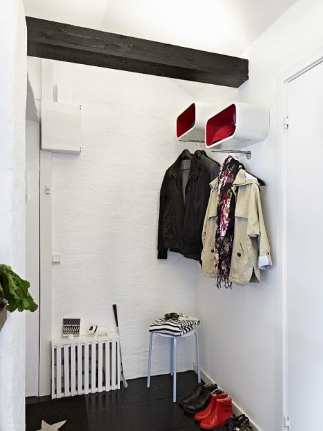Вешалки для одежды в прихожей