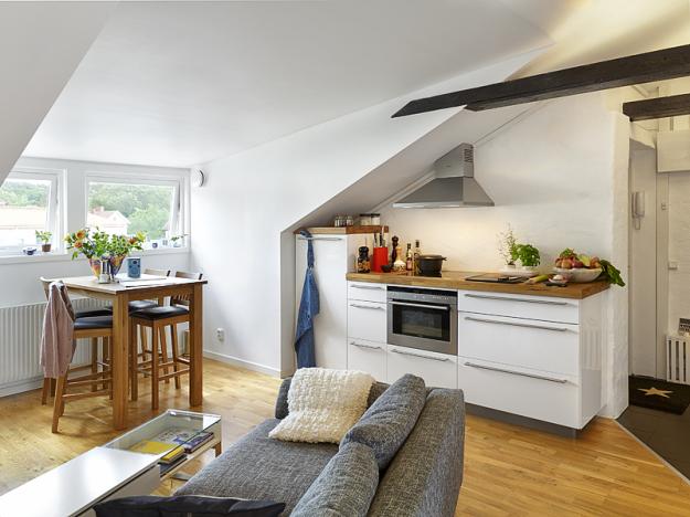 Маленькая кухонная зона в белом цвете