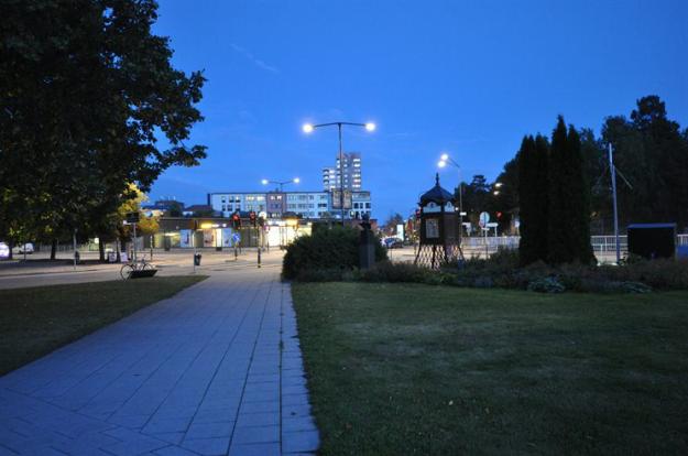 Тротуар вдоль дороги