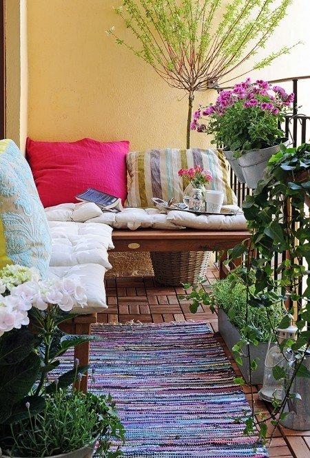 Уютная веранда на небольшом балконе