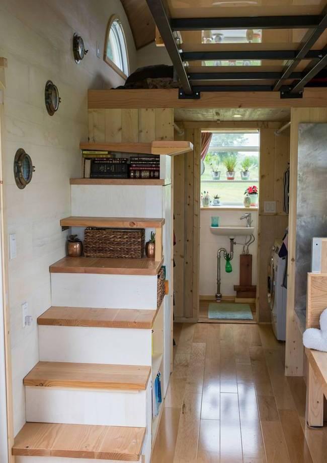 Дом на колёсах для семьи. Система хранения в ступенях