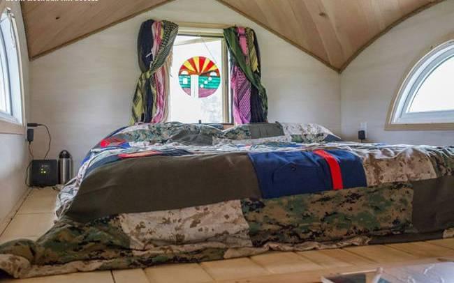 Дом на колёсах для семьи. Спальня для родителей