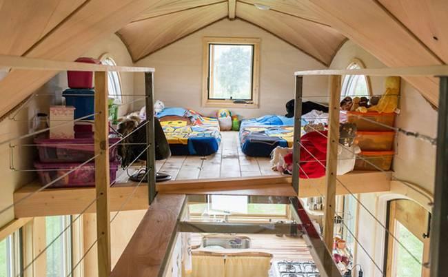 Дом на колёсах для семьи. Детская спальня