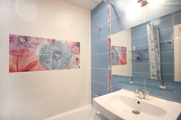 Цветочный мотив в оформлении ванной