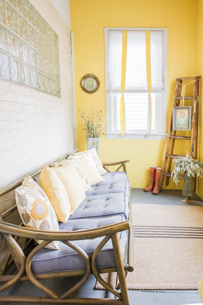 Уютный интерьер квартиры в светлых тонах - фото 10