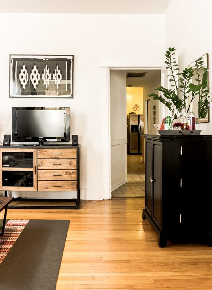 Уютный интерьер квартиры в светлых тонах - фото 19
