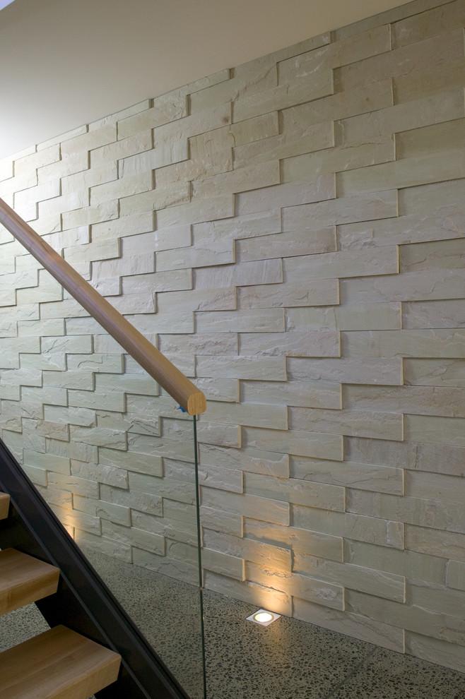 Акцентная стена в прихожей