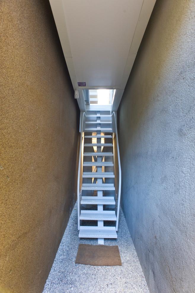 Лестница к узкому жилью