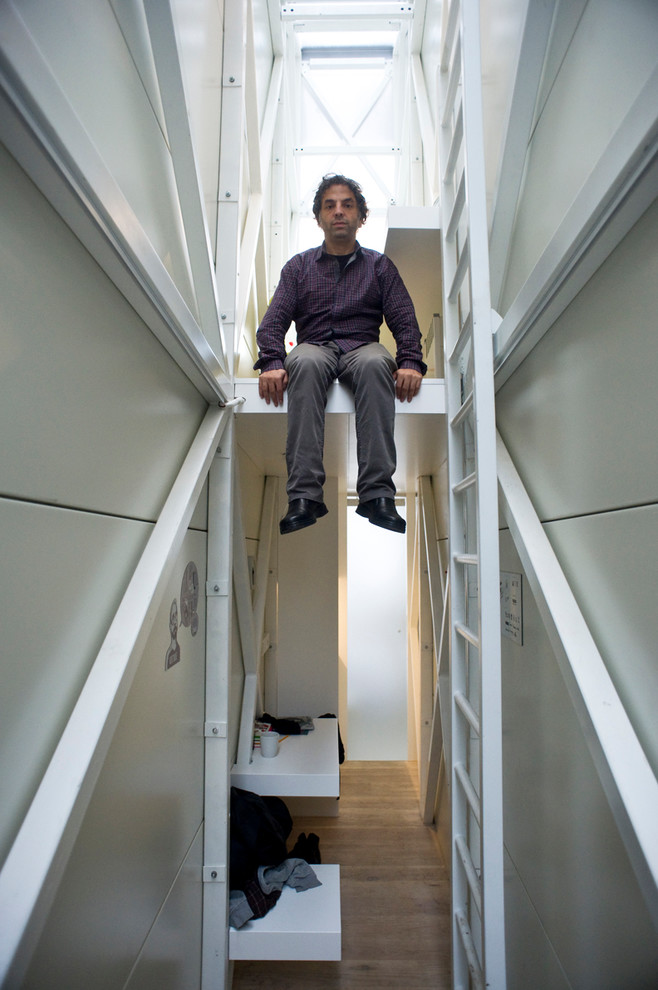 Хозяин квартиры на втором уровне