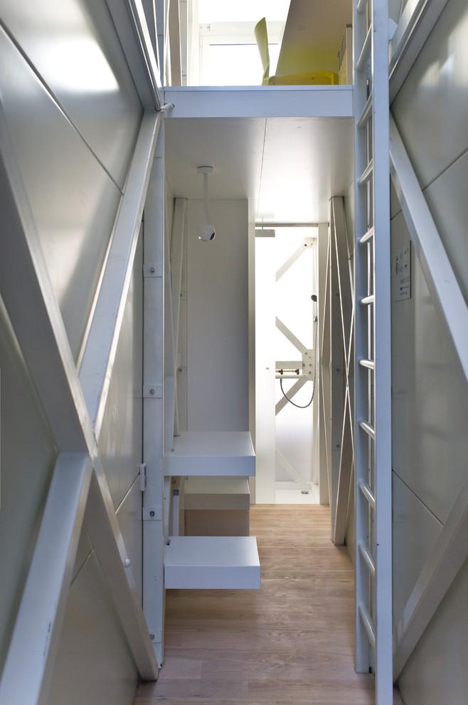 Лестница в узком помещении