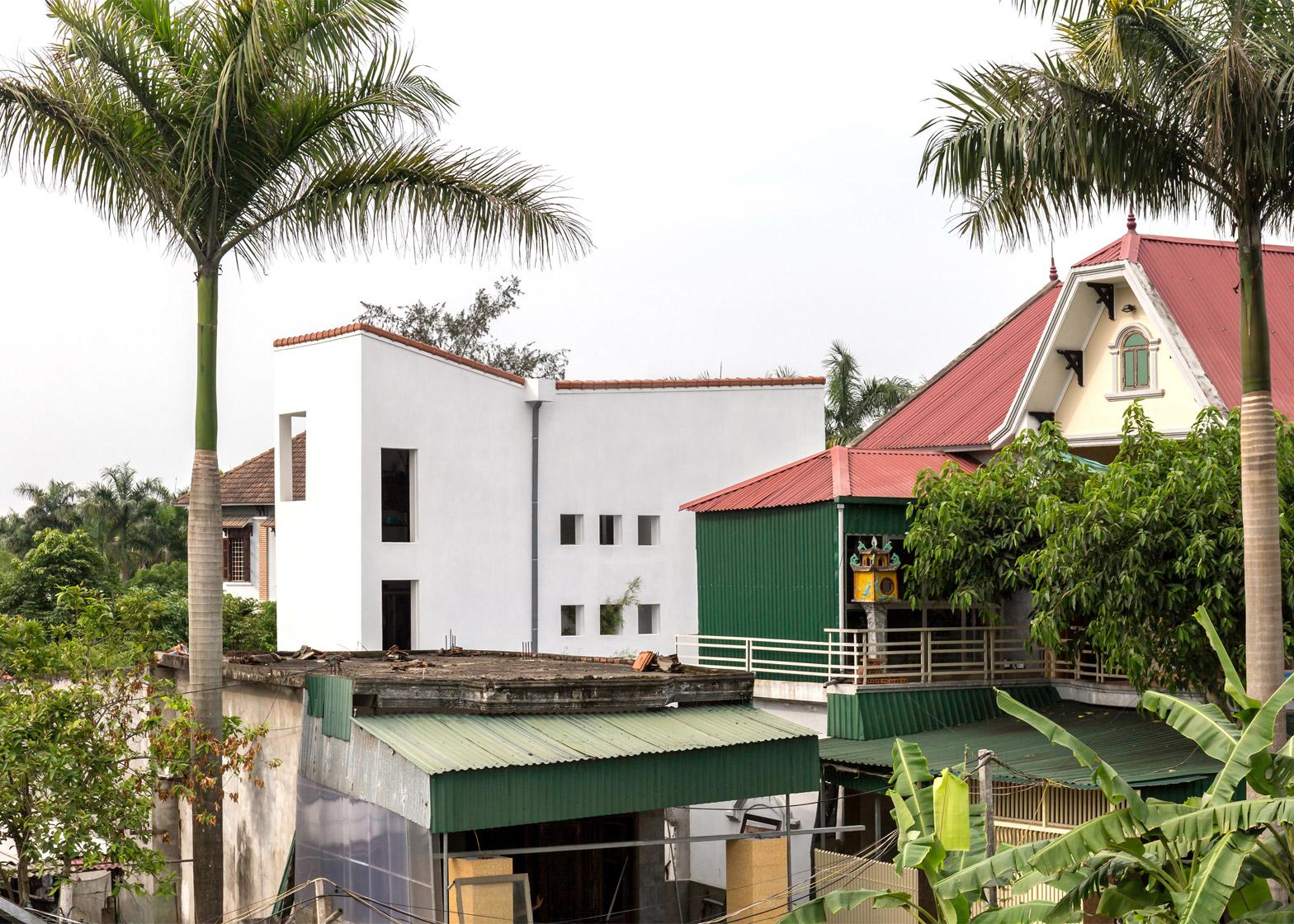 Узкий бетонный дом во Вьетнаме