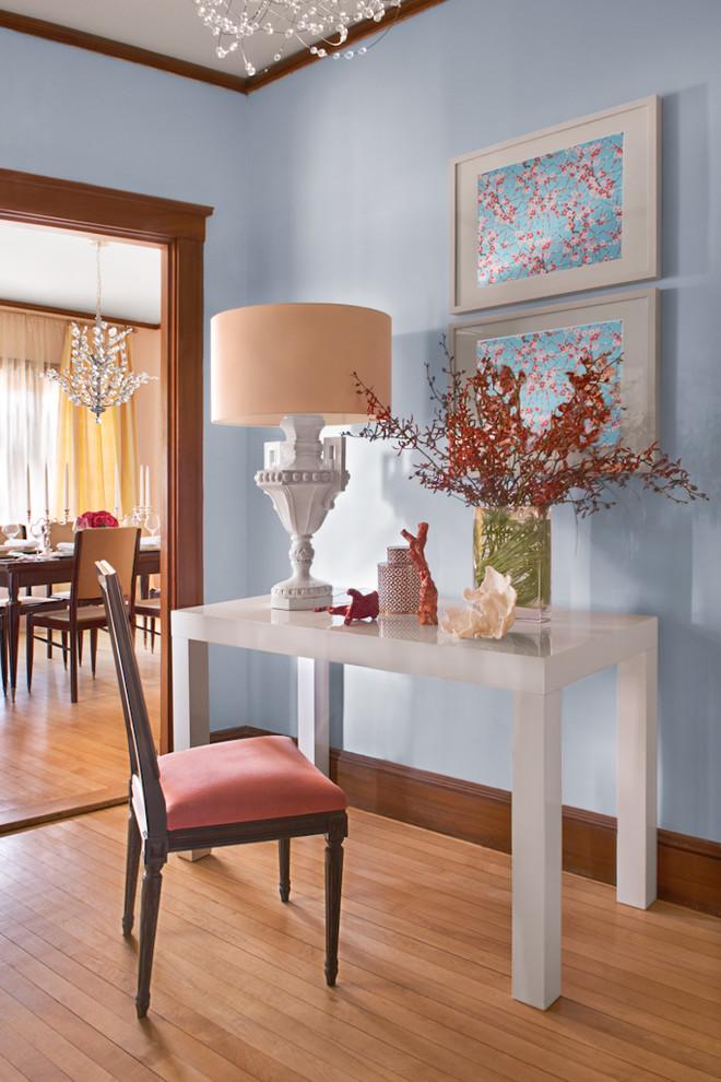 Узкий столик в коридоре