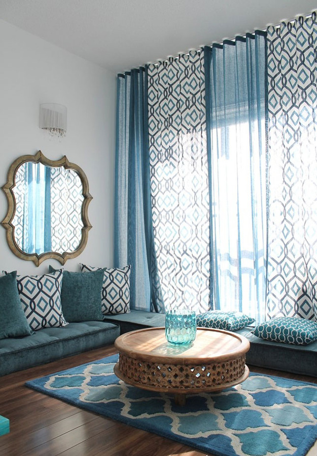 Длинные шторы в гостиной
