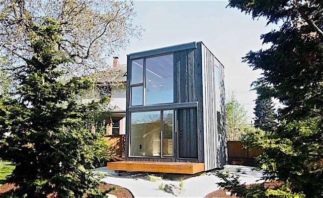 Вращающийся дом с большими окнами
