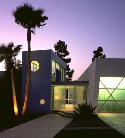 Двухэтажный гараж в современном стиле