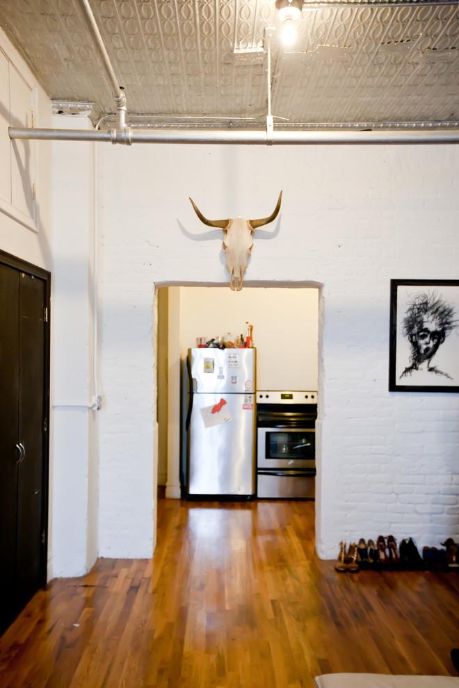 Кухня стильной квартиры в Бруклине