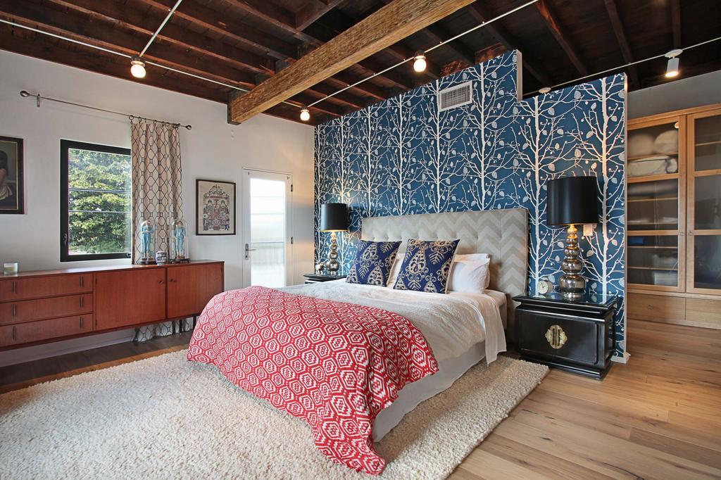 Перегородка в интерьере спальни с рисунком