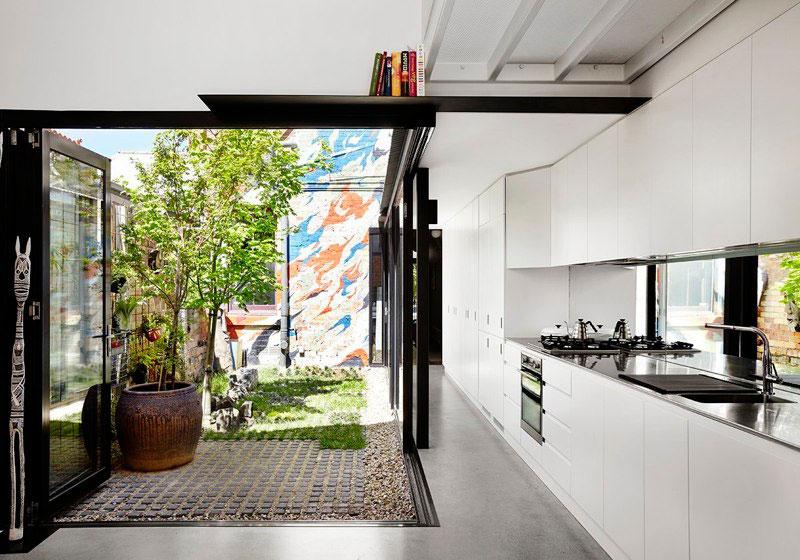 Яркий интерьер дома Alfred: кухня