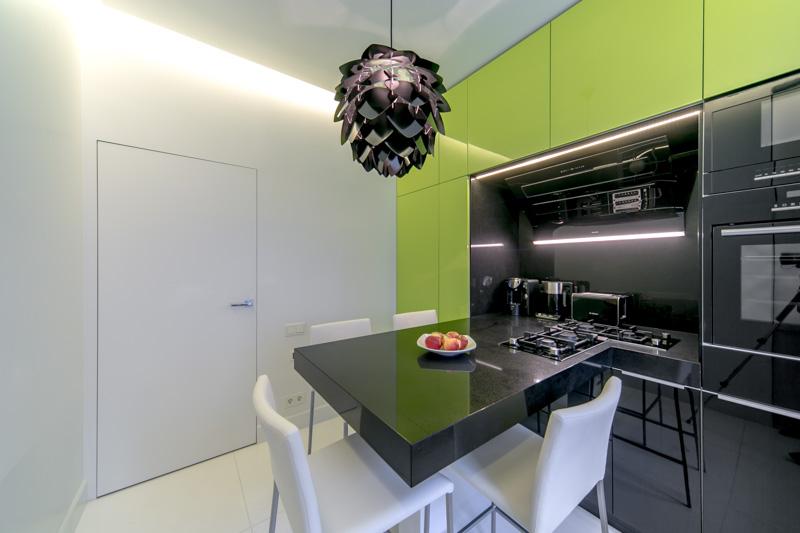Удивительная цветовая гамма небольшой кухни