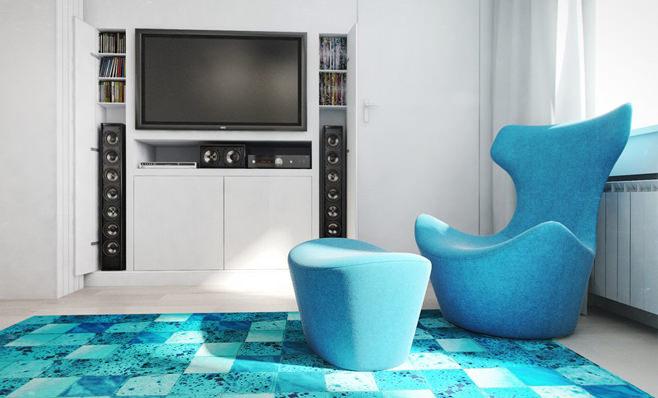 Изумительный дуэт белого и насыщенного голубого в оформлении гостиной