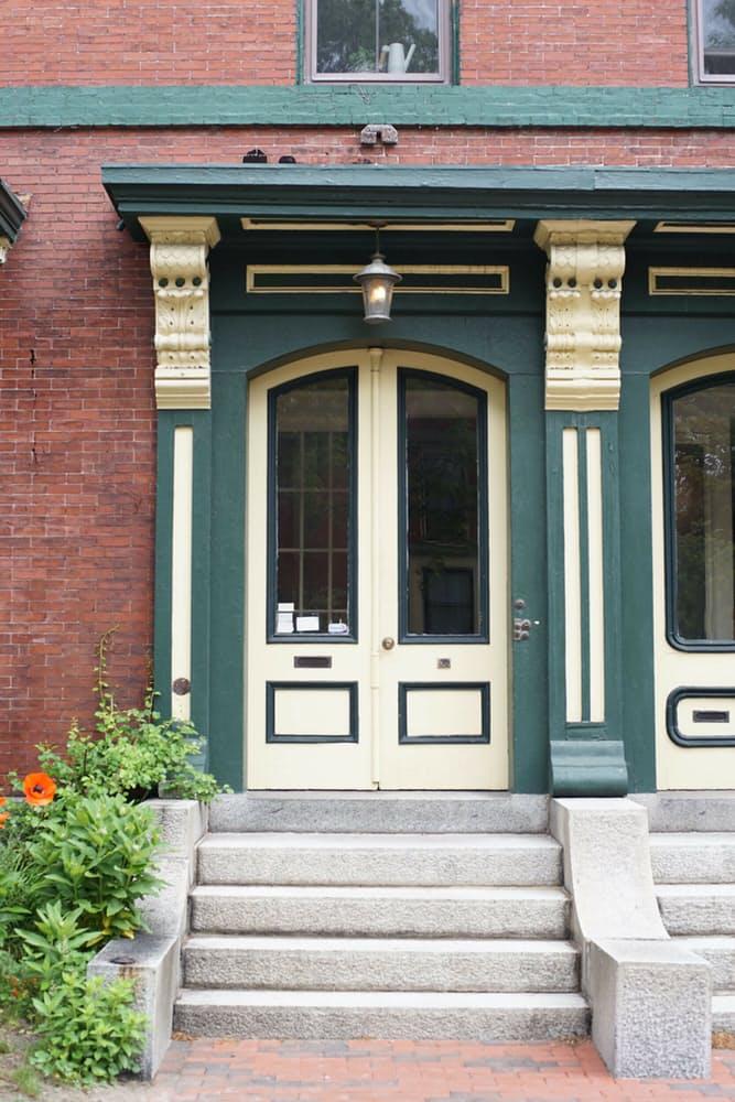 Крыльцо и входные двери
