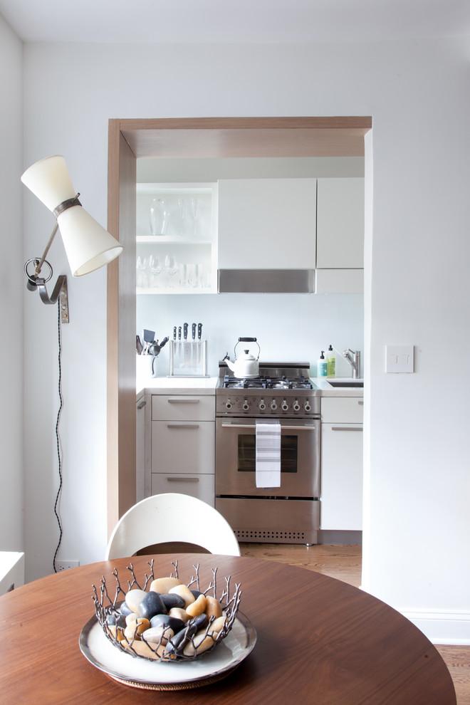 Обеденная зона возле кухни