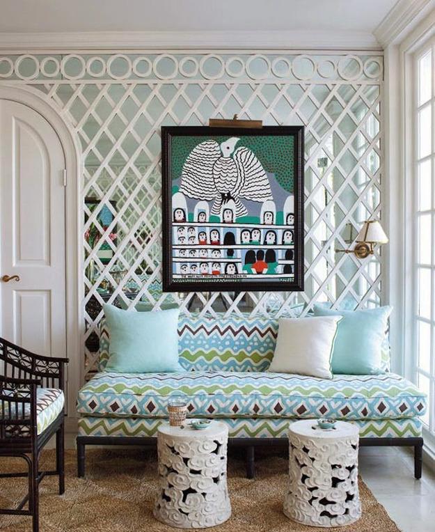 Зеркальная стена в гостиной