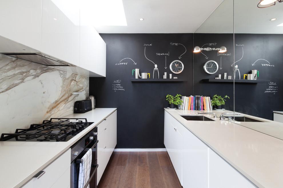 Зеркало в современном интерьере кухни