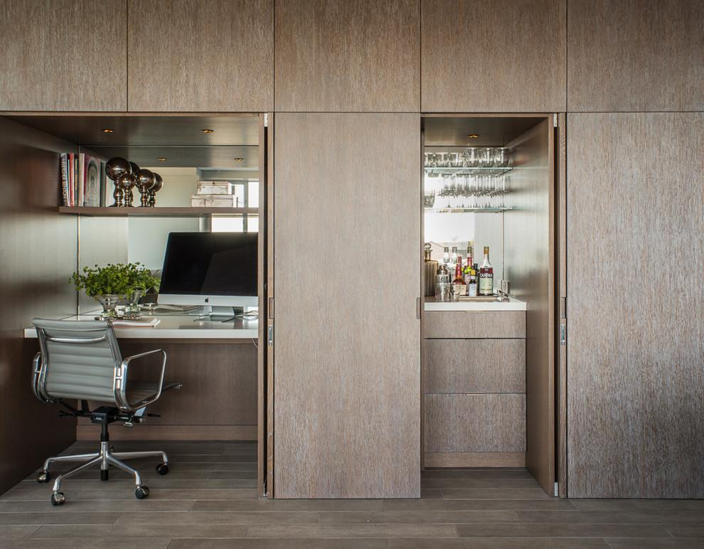 Трансформируемый шкаф с зеркальными панелями