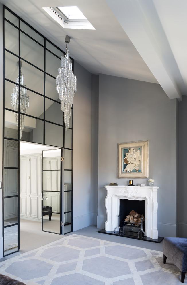 Зеркала в интерьере классической гостиной