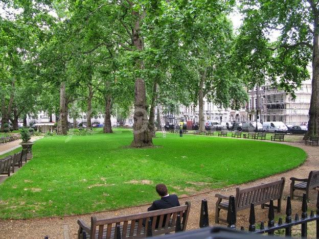 Скамейки в лондонском парке