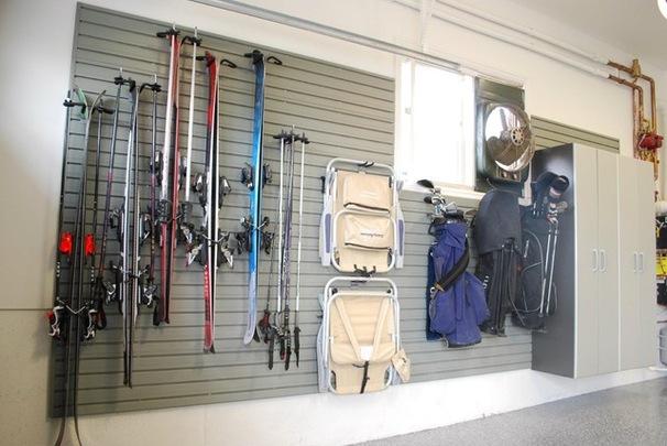 Держатели для лыж в гараже