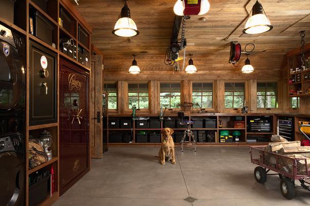 Просторный гараж в промышленном стиле
